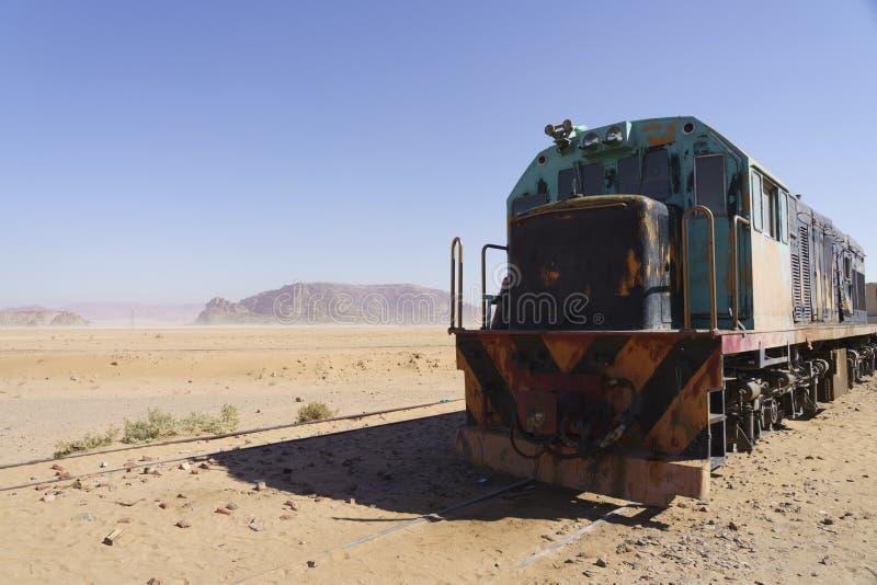 Treno diesel nel deserto fotografia stock