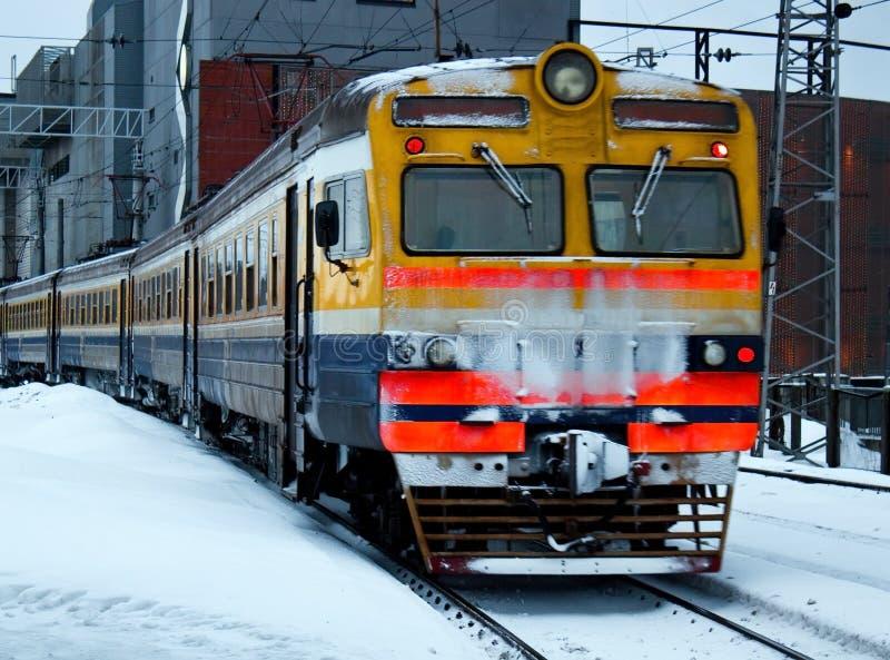 Treno elettrico uscente fotografia stock