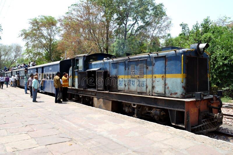 Treno indiano del calibro stretto immagine stock