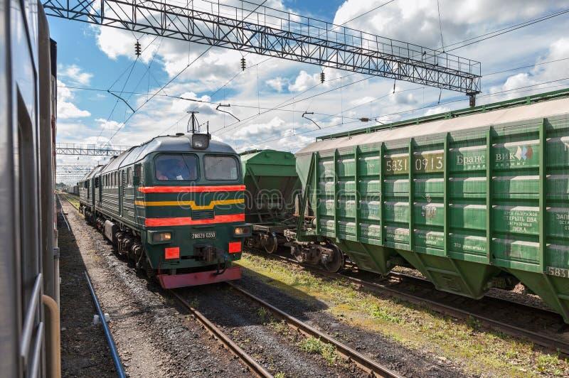 Treno merci in Russia fotografie stock