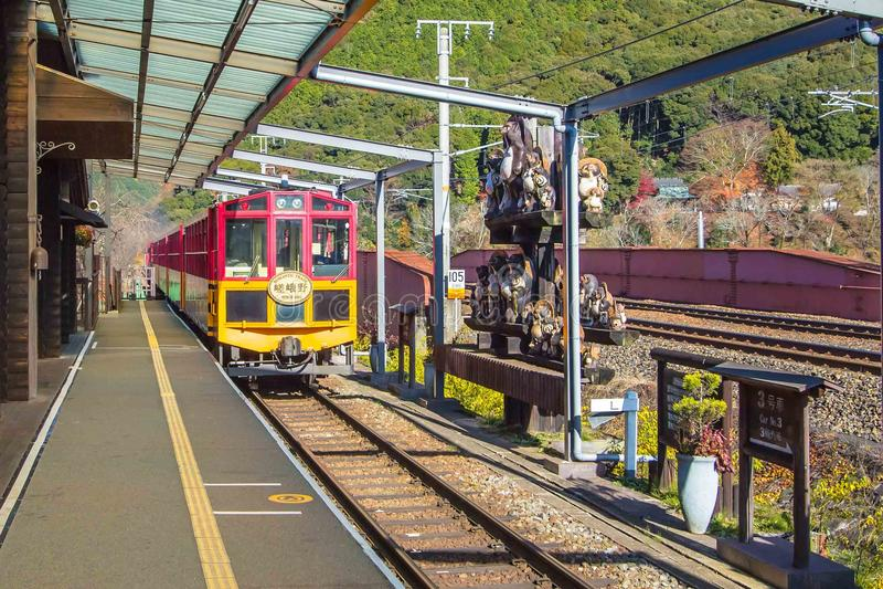 Treno romantico di Arashiyama a Kyoto, Giappone immagini stock