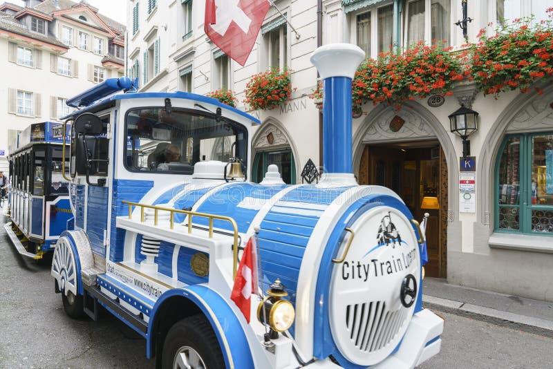Treno turistico di Lucern in Svizzera immagini stock libere da diritti