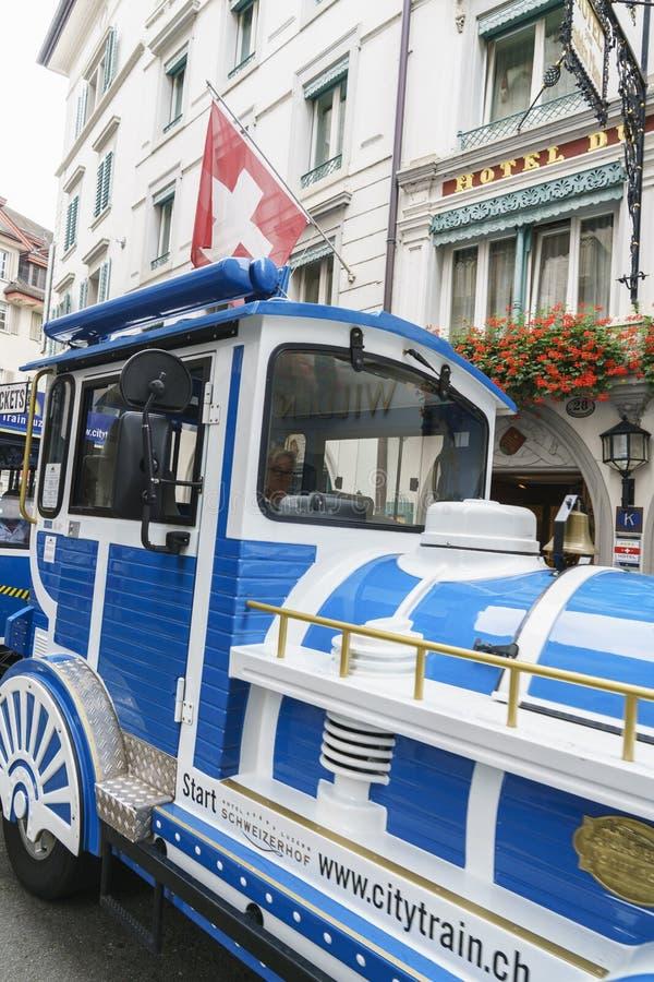 Treno turistico di Lucern in Svizzera immagini stock