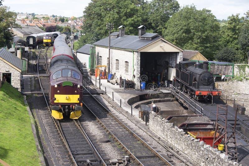 Treno a vapore sulla piattaforma girevole fotografia stock