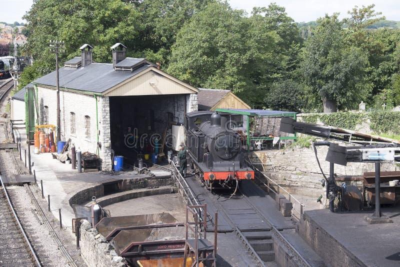 Treno a vapore sulla piattaforma girevole immagini stock