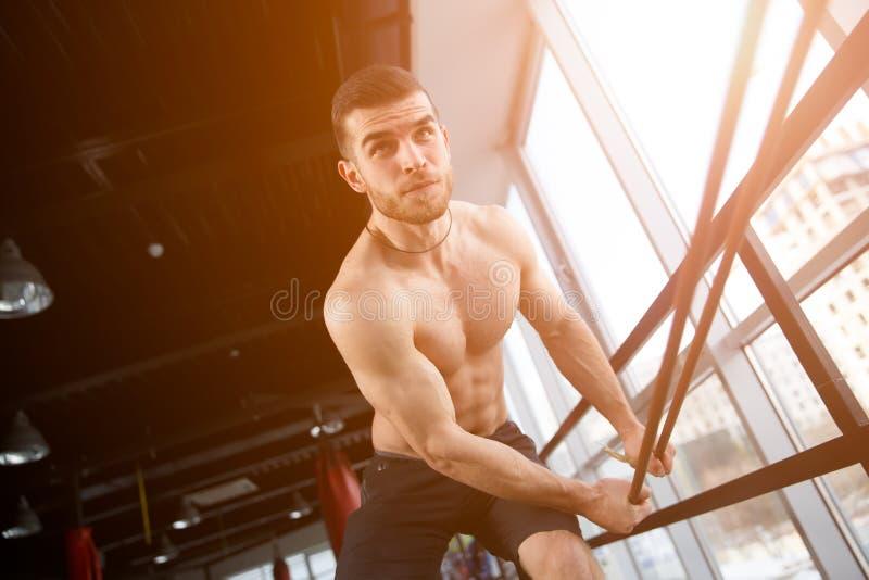 Trens do homem novo no esporte imagens de stock royalty free