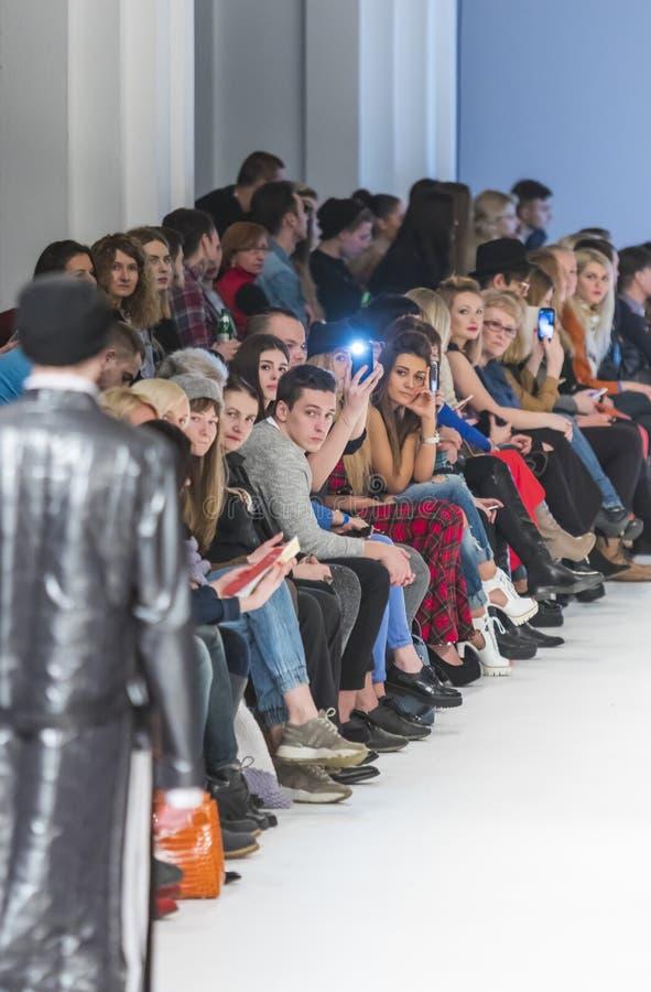 trente-huitième semaine ukrainienne de mode dans Kyiv, l'Ukraine photos stock