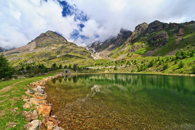 Trentino - lurdeiGembri sjö royaltyfri fotografi