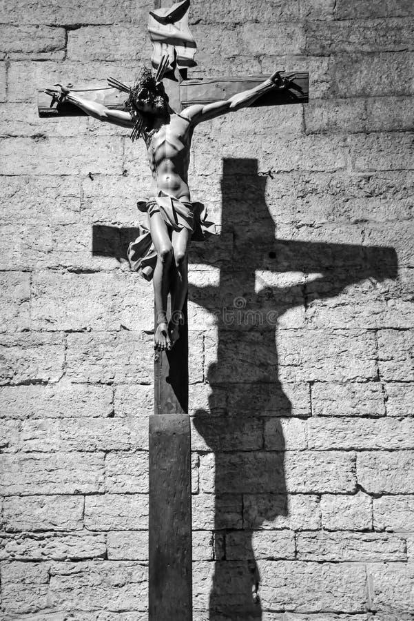 TRENTO Włochy, Luty, - 21, 2018: drewniany krucyfiks w opactwie San Lorenzo, Trentino Altowy Adige, Włochy fotografia royalty free