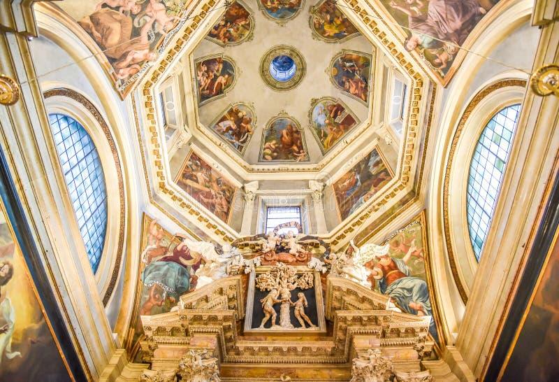 TRENTO Włochy, Luty, - 21, 2018: kopuła kaplica krucyfiks w katedrze San Vigilio lub katedrze Trento, Tren zdjęcie royalty free