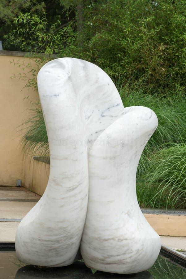 TRENTON, NJ - 17 DE JUNIO DE 2017: Forma libre de Autin Wright en los argumentos para la escultura foto de archivo libre de regalías