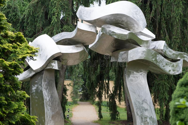 TRENTON, NJ - 17 DE JUNIO DE 2017: Portal de Sagg de Hans Van de Bovenkamp en los argumentos para la escultura imágenes de archivo libres de regalías