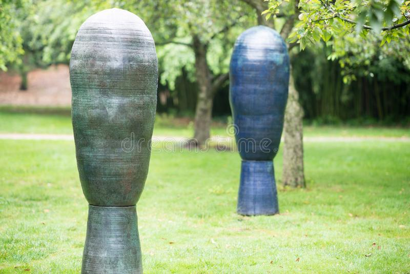 TRENTON, NJ - 17 DE JUNIO DE 2017: Tres tolerancias de Toshiko Takaezu en los argumentos para la escultura imagen de archivo libre de regalías