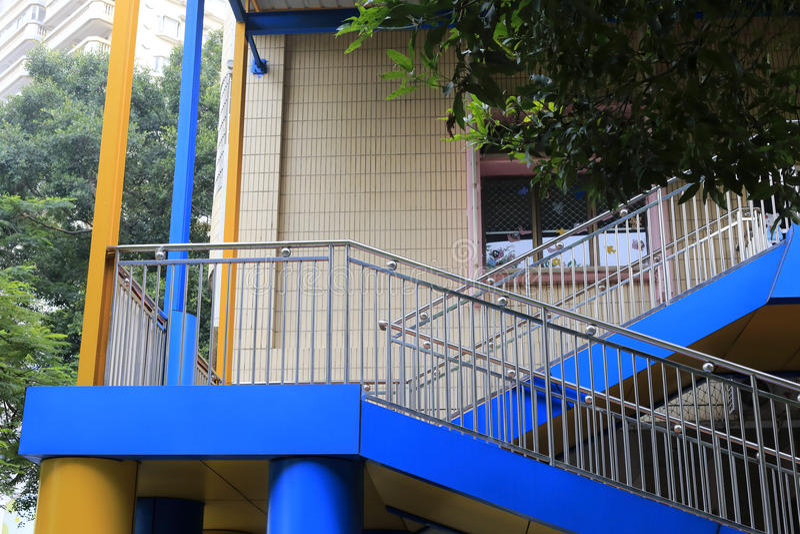 Treppe außerhalb des Hauses lizenzfreies stockbild