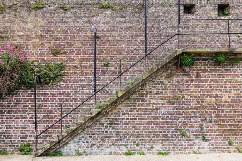 treppe auf der alten mittelalterlichen stadtmauer gesehen in rye kent gro britannien. Black Bedroom Furniture Sets. Home Design Ideas