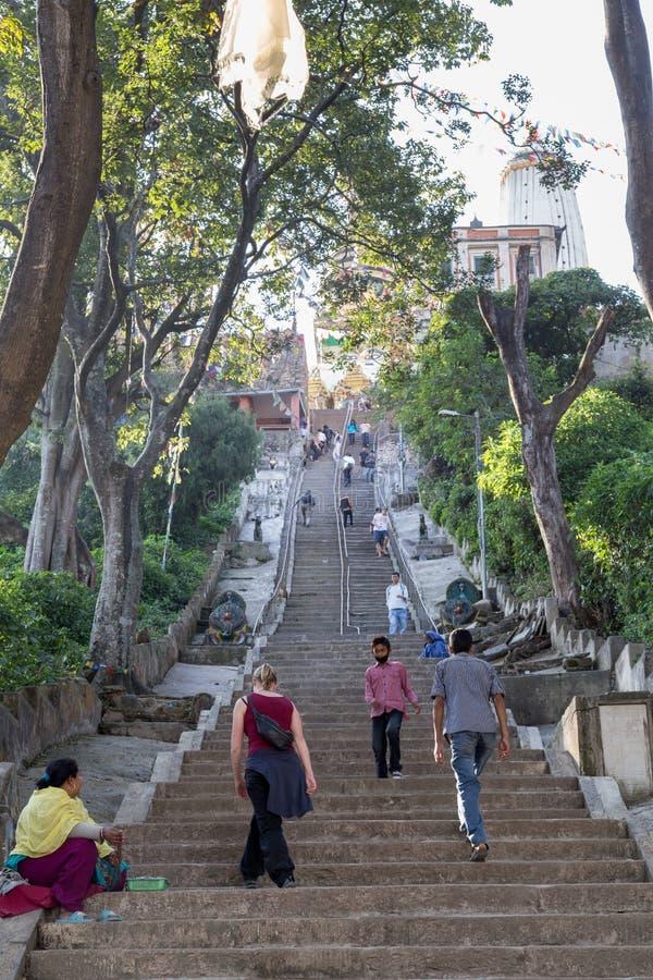 Treppe bis zu Swayambunath Stupa in Kathamandu, Nepal lizenzfreie stockfotos