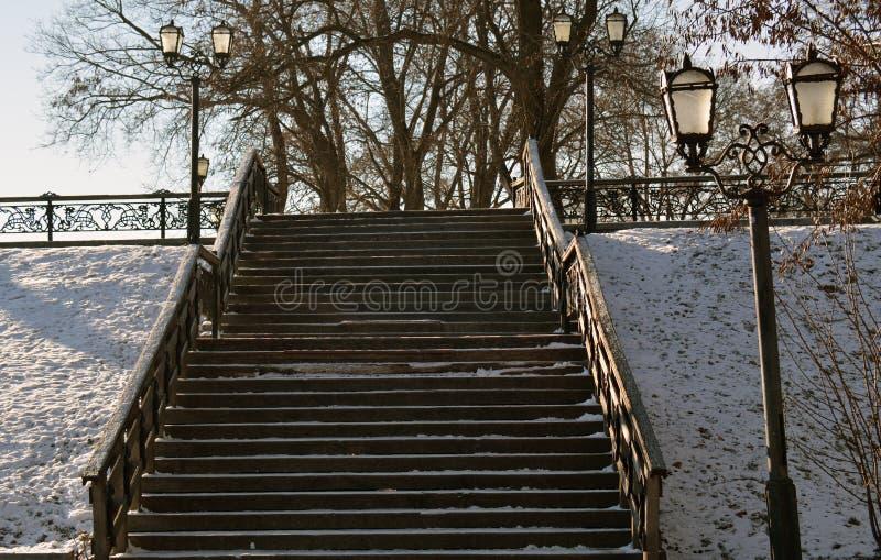 Treppe in Chernihiv, Ukraine, im Winter Val lizenzfreie stockfotografie