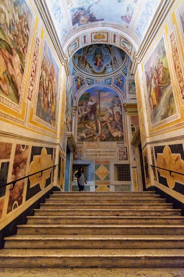 Treppe in Chiesa-Di San Lorenzo in Palatio-Anzeige Heiligtümern Sanctorum in Rom Italien stockbilder