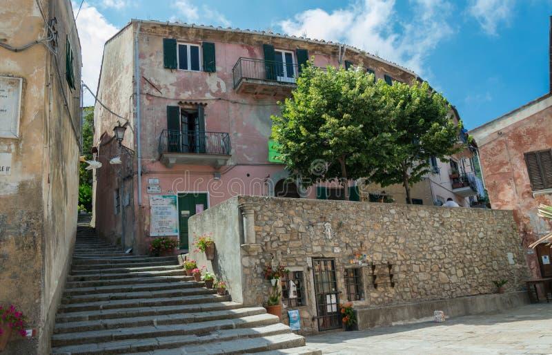 Treppe in der Stadt von Marciana stockfotografie