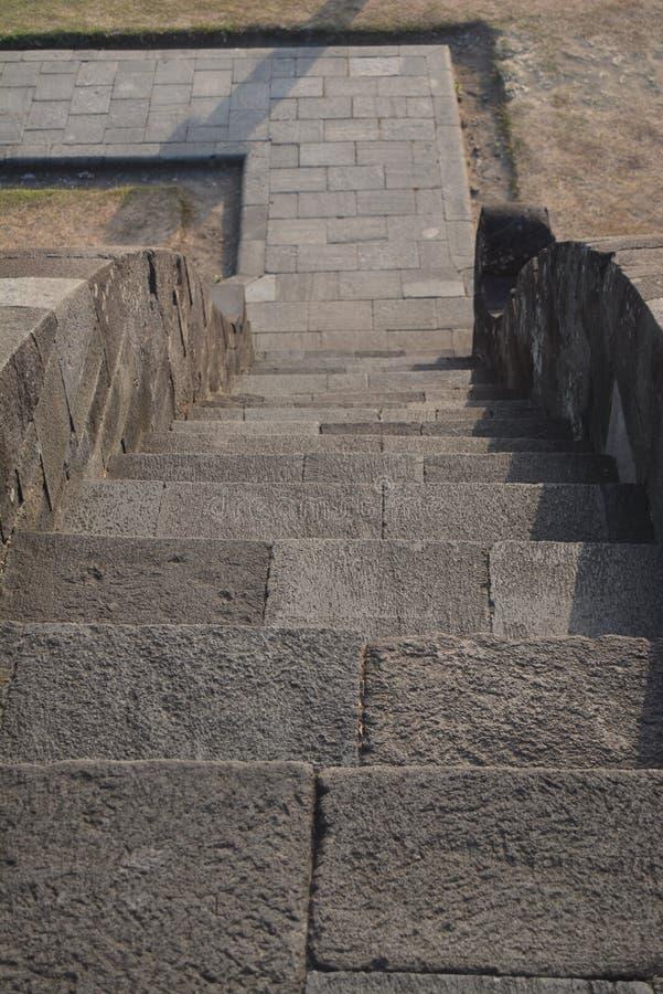 Treppe, die zu den Tempel führt lizenzfreie stockfotos