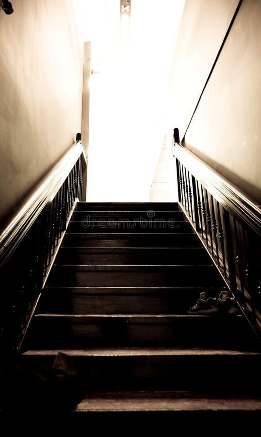 Treppe, die zu einem Studio führt lizenzfreie stockfotografie