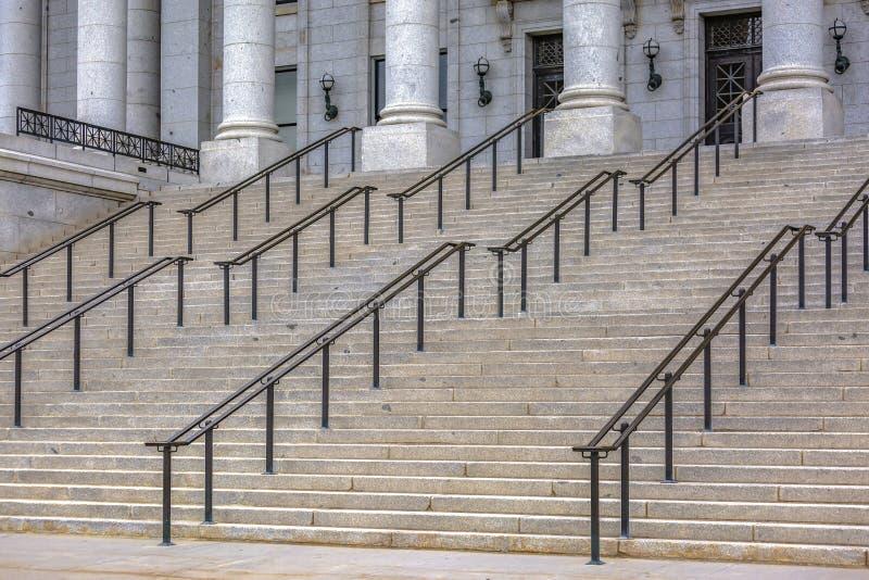 Treppe vor Staat Utah-Kapitol-Gebäude stockfotos