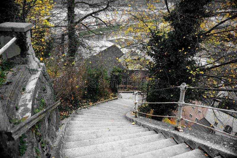 Treppe zur Stadt stockfotos