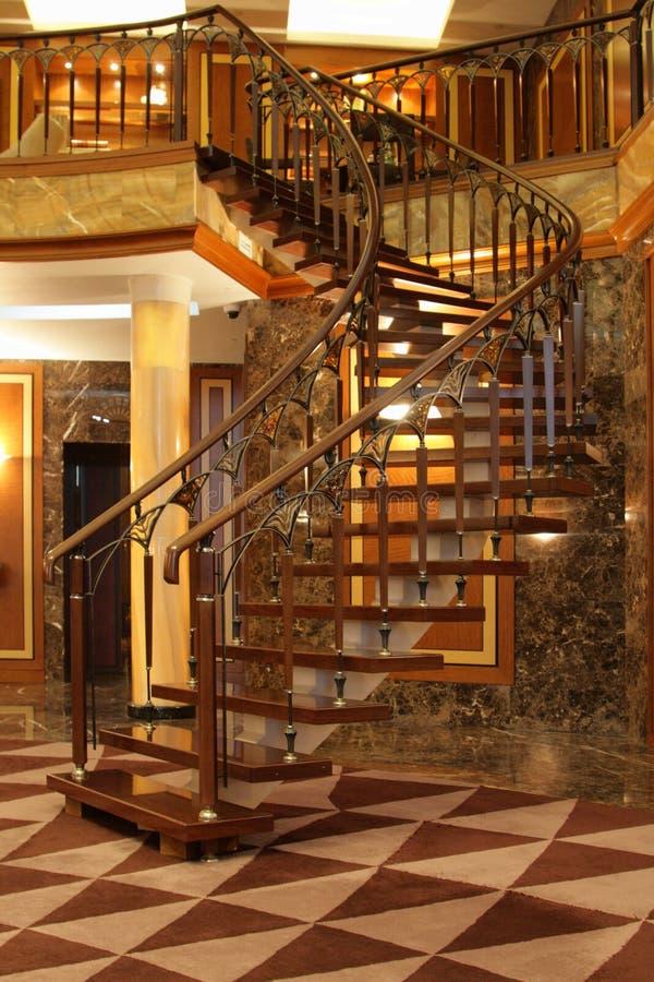 Treppen im Hotel lizenzfreie stockfotografie