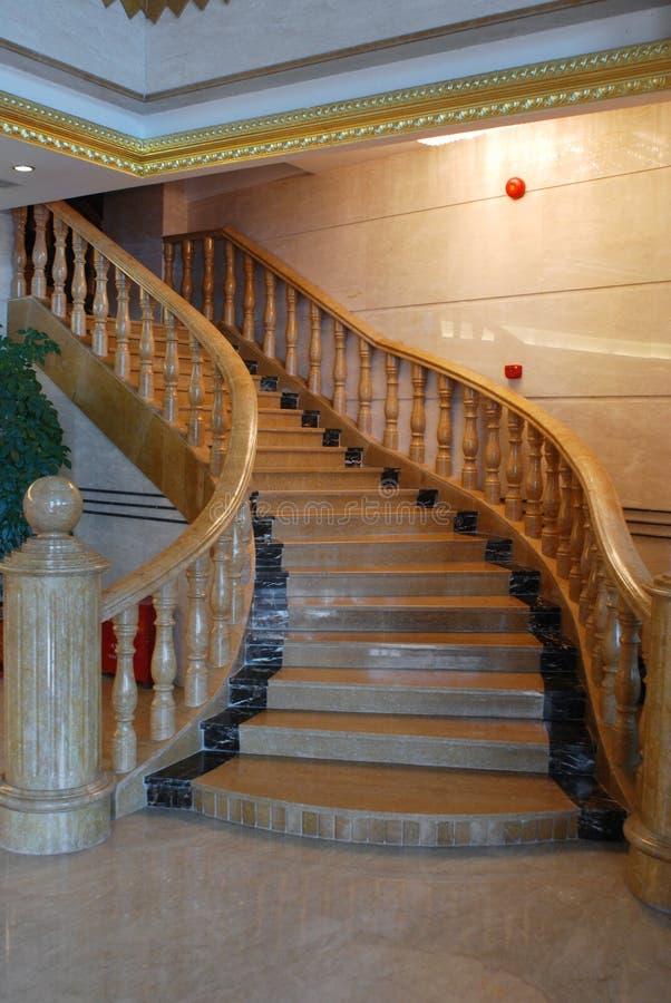 Treppen im Hotel lizenzfreies stockbild