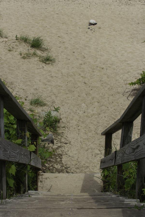 Treppen zum Strand lizenzfreie stockbilder