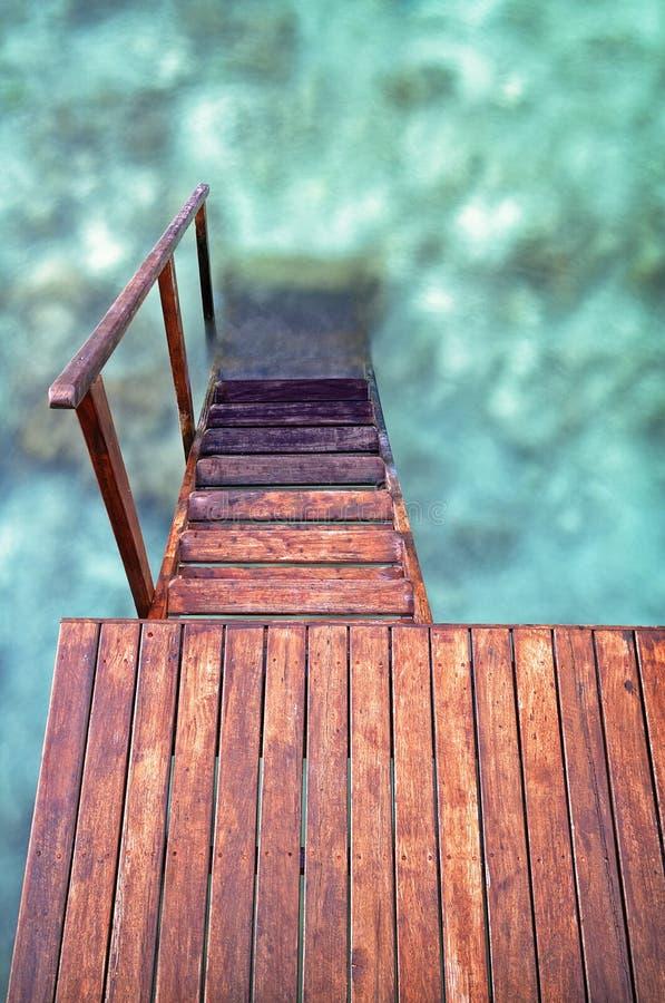 Treppenhaus in das Meer stockbilder