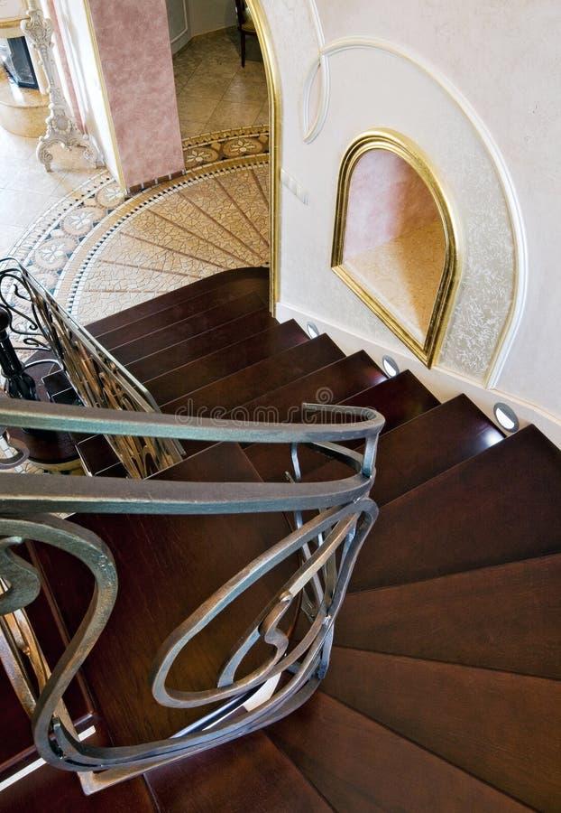 Treppenhaus in einem klassischen Innenraum lizenzfreies stockfoto