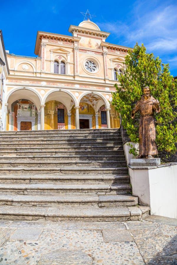 Treppenhaus von Madonna Del Sasso Church, Locarno, die Schweiz stockbilder