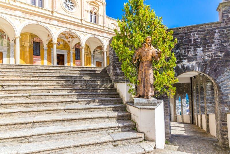 Treppenhaus von Madonna Del Sasso Church, Locarno, die Schweiz stockbild