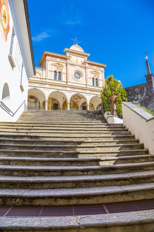 Treppenhaus von Madonna Del Sasso Church, Locarno, die Schweiz stockfotos