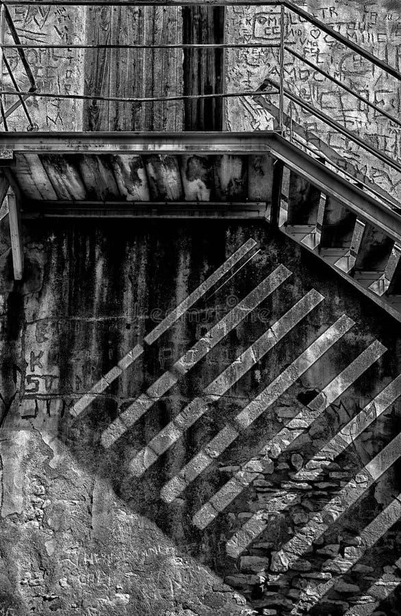 Treppenhaus zu den alten Ruinen stockfotografie