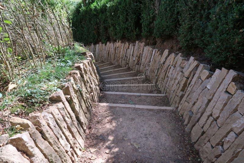 Treppenhaus zum Felsen von Solutré stockfotografie