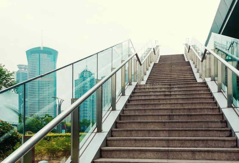 Treppenviadukt im Freien lizenzfreie stockbilder