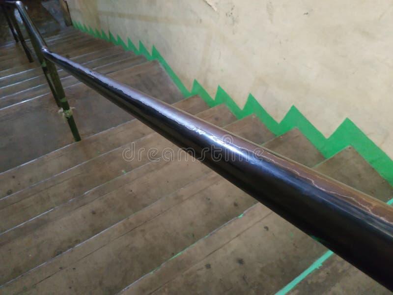 Treppenzusammensetzung Eisenbahn-Handlauf diagonale grüne Linie lizenzfreie stockfotos