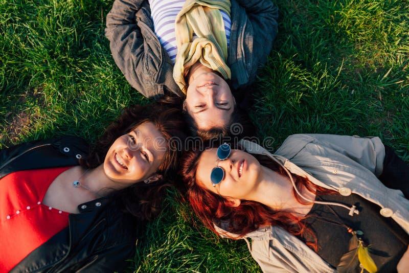 Tres amigos felices imágenes de archivo libres de regalías