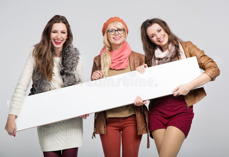 Tres amigos femeninos maravillosos imágenes de archivo libres de regalías