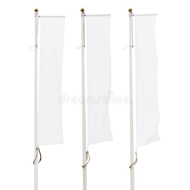 Tres banderas corporativas blancas en blanco en las astas de bandera aisladas en el fondo blanco imagen de archivo
