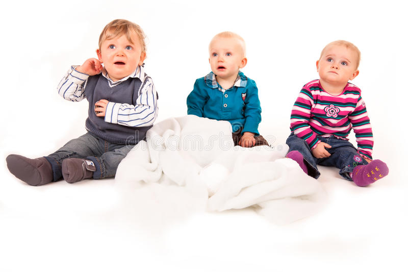 Tres bebés tristes fotografía de archivo