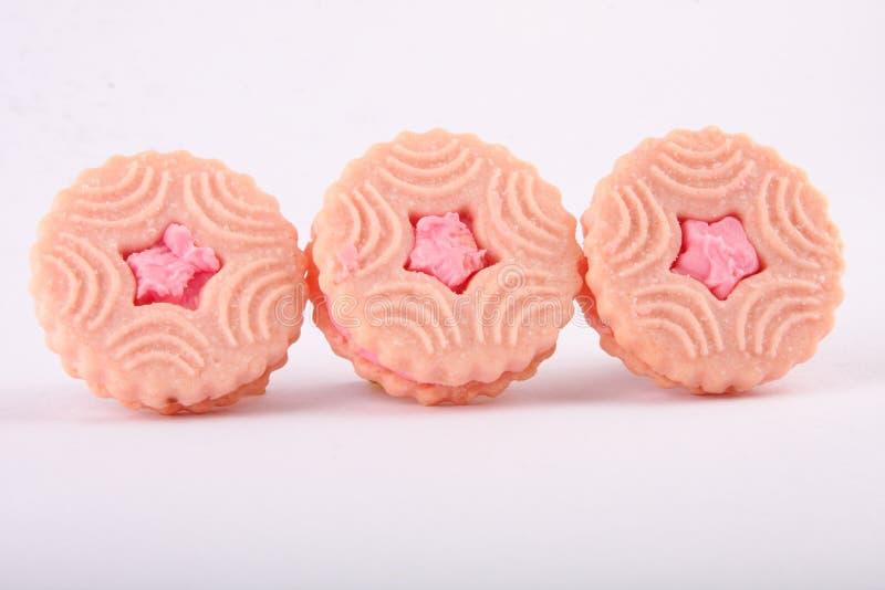 Tres bocadillos de la galleta con crema de la fresa foto de archivo