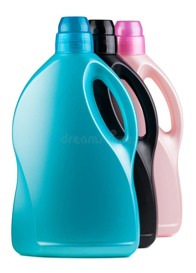 Tres botellas plásticas coloridas imagenes de archivo