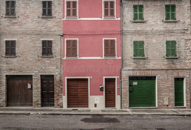 Tres casas del ladrillo imágenes de archivo libres de regalías