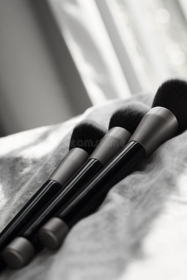 Tres cepillos del maquillaje en blanco y negro fotos de archivo libres de regalías