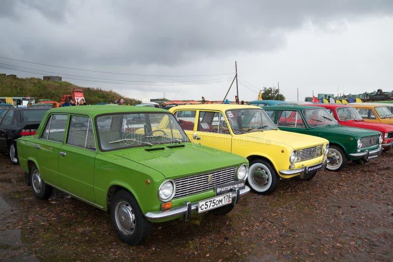 Tres coche Lada VAZ-2101 en el festival de coches retros fotografía de archivo