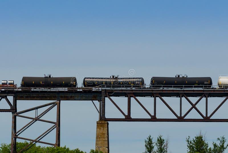 Download Tres Coches Ferroviarios Negros Imagen de archivo - Imagen de azul, envases: 41914317