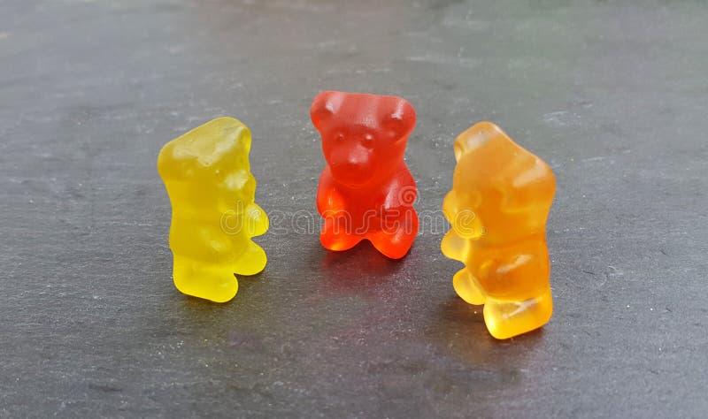 Tres colorearon osos gomosos foto de archivo